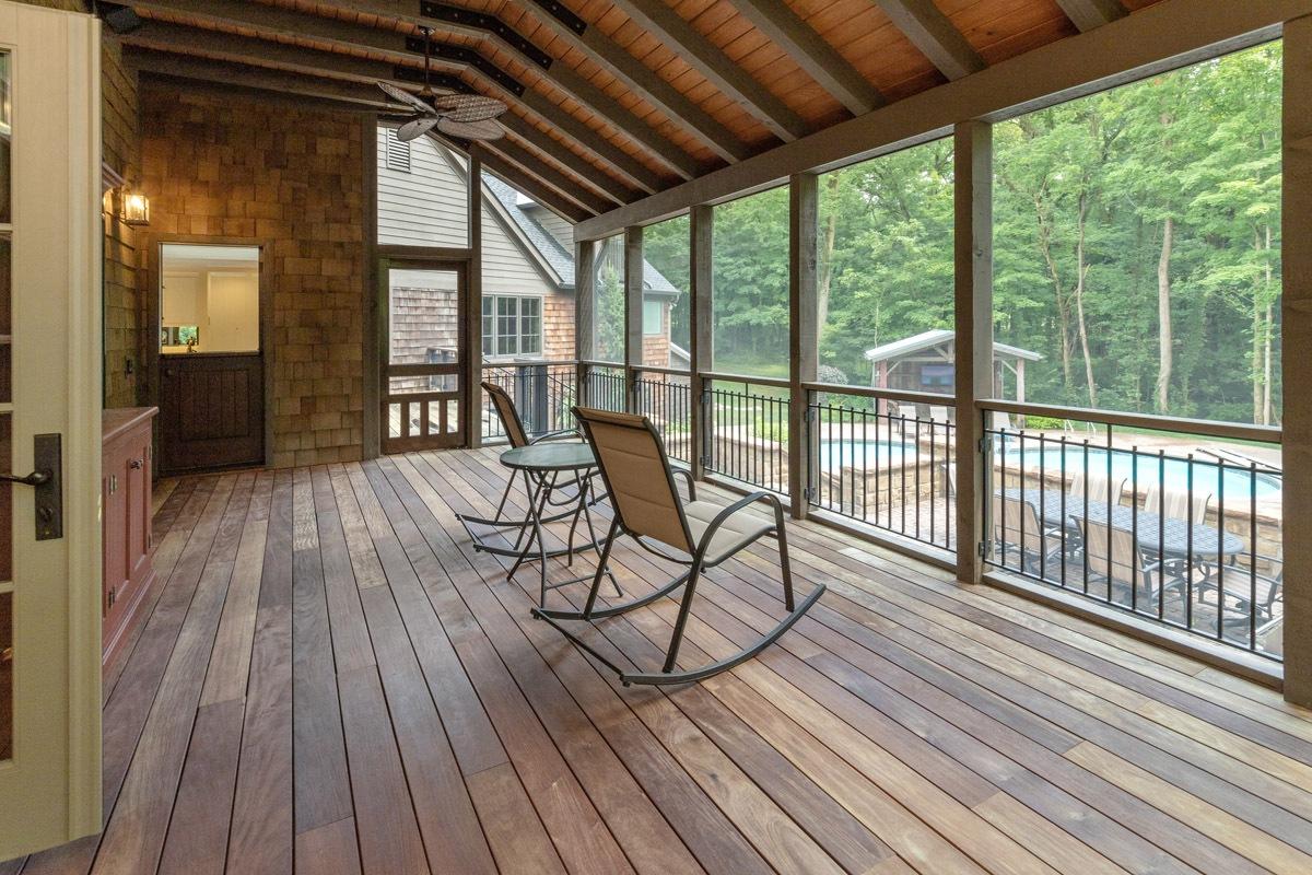 023_Screened-porch